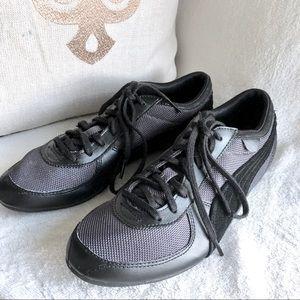 Puma black sneakers 7.5
